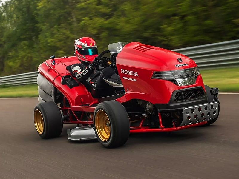 Honda Mean Mower con motor CBR1000RR
