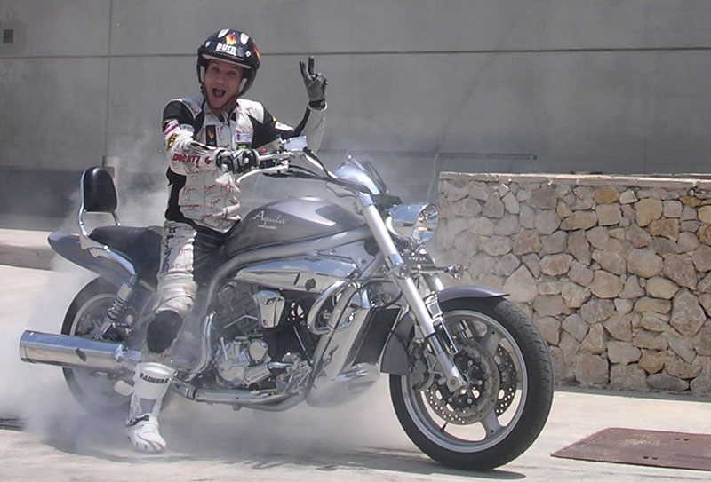 Emilio Zamora con Hyosung Aquila GV650