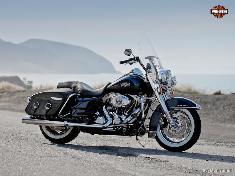 Harley-Davidson Road King Classic 2012: BIG BLUE PEARL/ VIVID BLACK