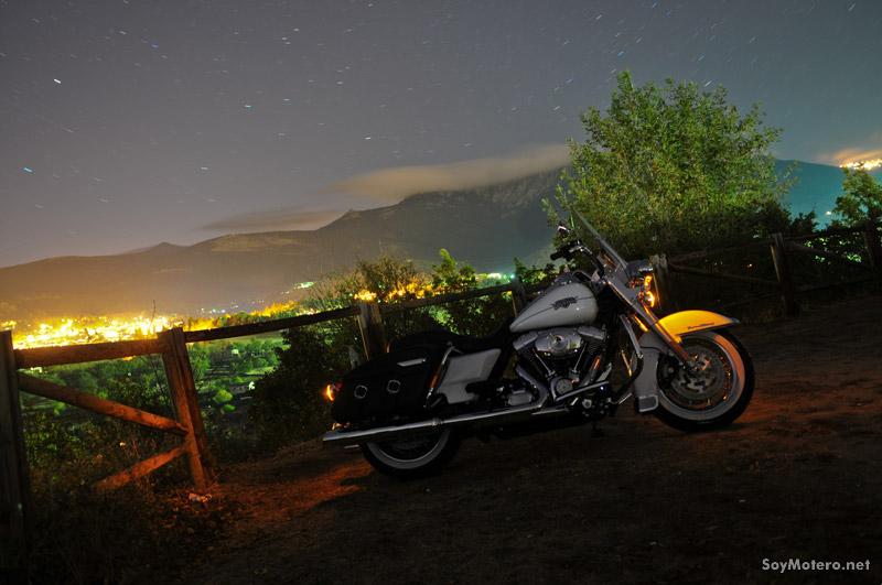 Prueba Harley-Davidson Road King Classic: custom de noche