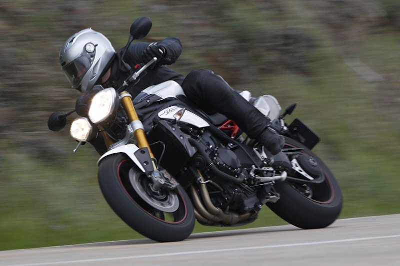 La Triumph Speed Triple R 2012 es ideal para divertirte en circuito