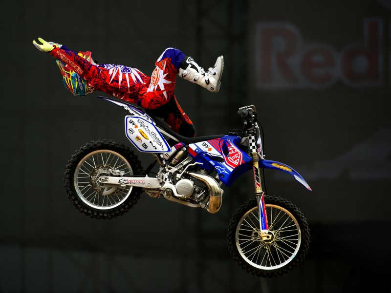 El chileno Javier Villegas en acción en el Tour Red Bull X-Fighters