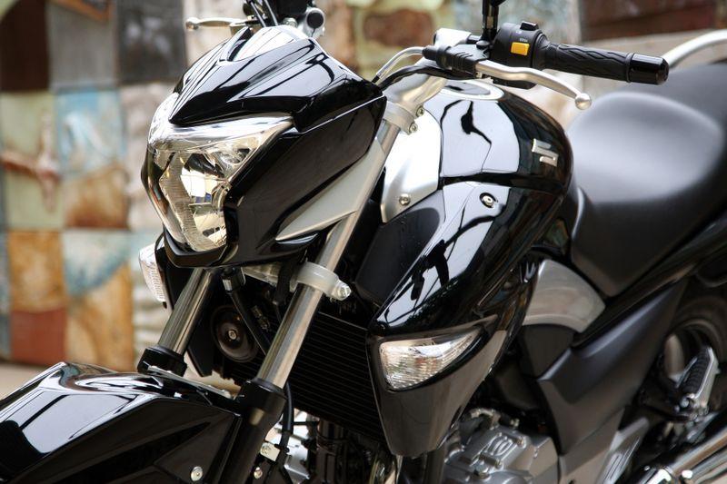 La estampa de la Suzuki GW250 Inazuma 2013 recuerda a la Suzuki B-King