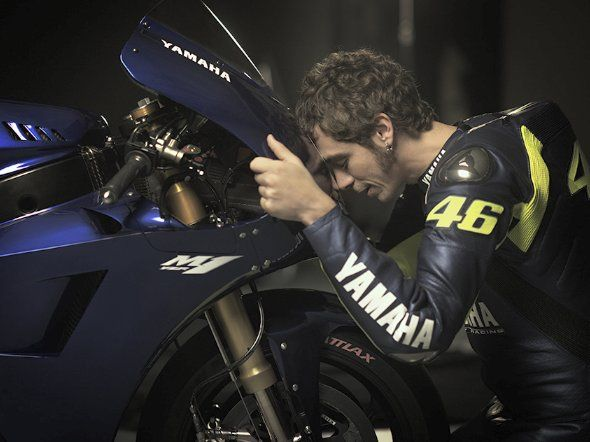Valentino Rossi se reencuentra con la Yamaha YZR-M1 2013 de MotoGP