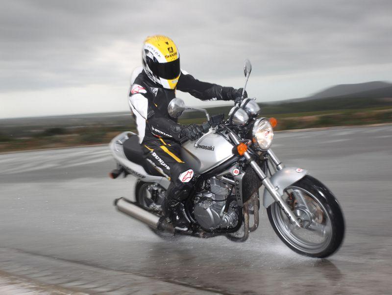 Los nuevos Dunlop StreetSmart 2013 son ideales para motos básicas y ciudadanas