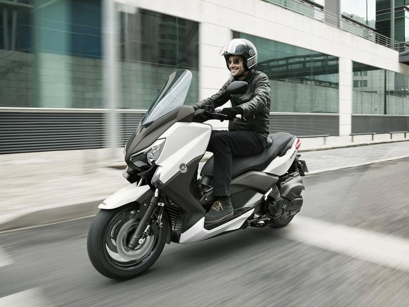 El Yamaha X-Max 400 se une a la familia megascooter de la firma japonesa.