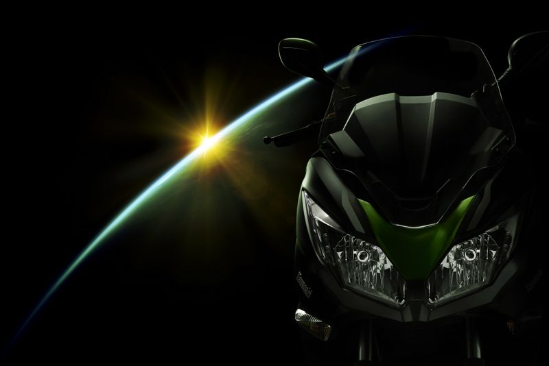 Frontal del scooter Kawasaki J300 2014