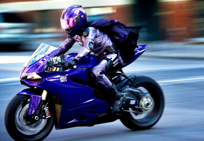 Hit Girl a los mandos de su Ducati 1199 Panigale Hit Girl Edition