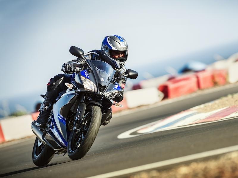La nueva Yamaha YZF 125 R 2014 en acción