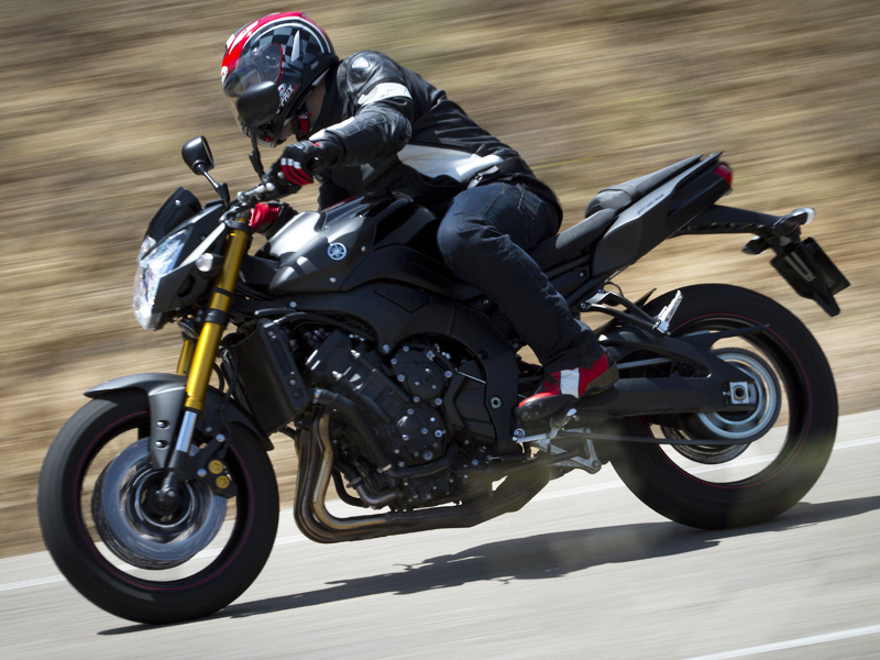 Por encima de 7.000 rpm, la Yamaha Fazer8 N empuja casi como una moto de 1.000 cc