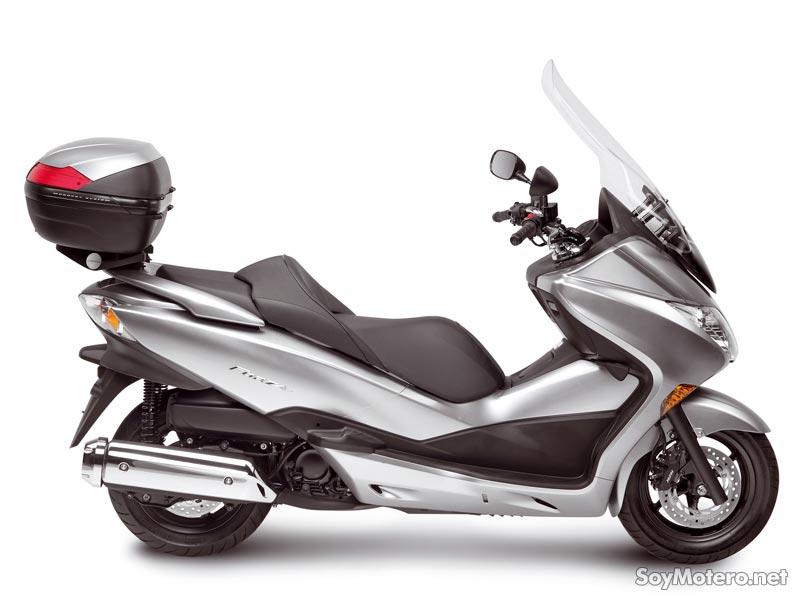 Honda Forza con baúl, parrilla  y pantalla Kappa
