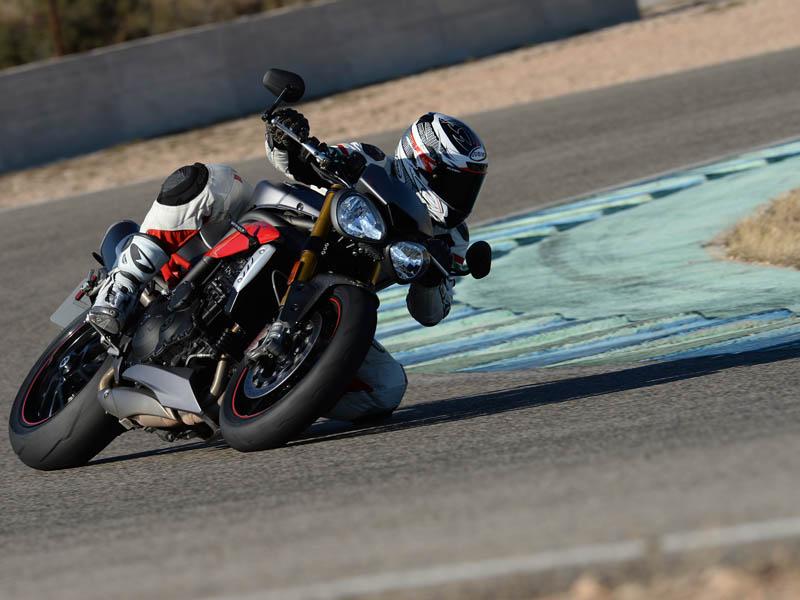 La Speed Triple R cuesta 1.700 € más que la versión S