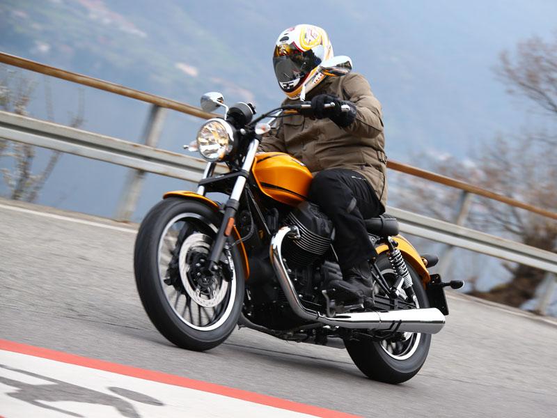 La Moto Guzzi V9 Roamer cuesta 10.399 €, 400 € menos que la Bobber