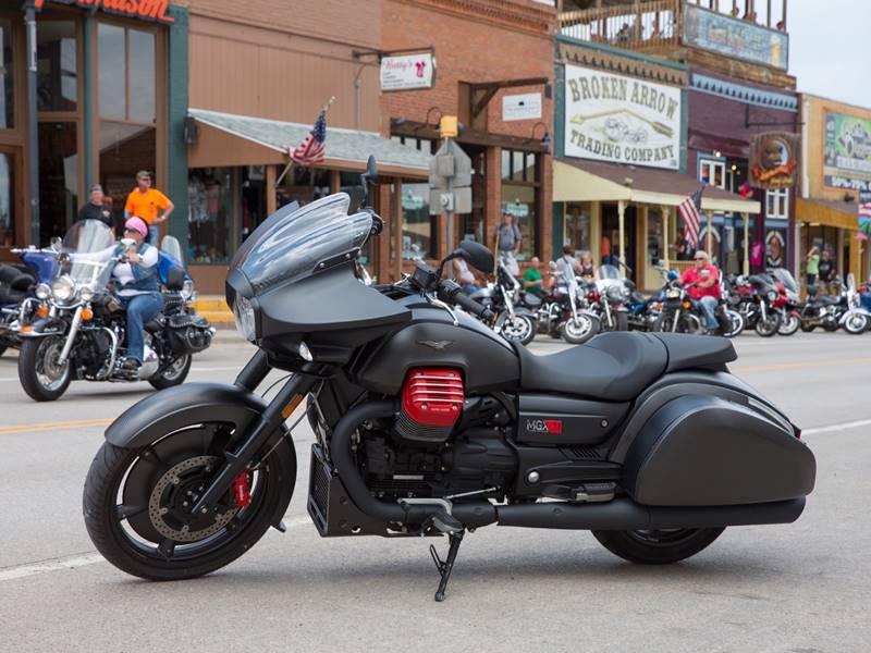 Moto Guzzi MGX-21 expuesta en la concentración de Sturgis