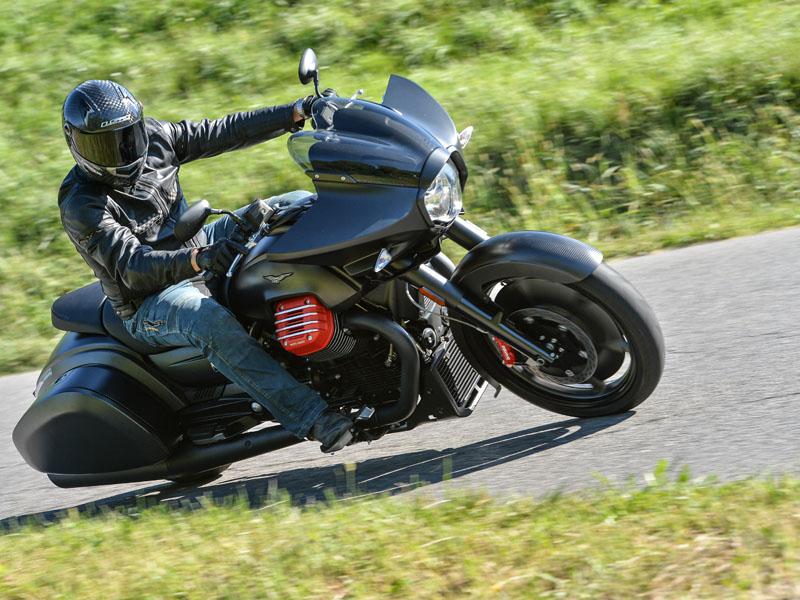 La Moto Guzzi MGX-21 cuesta 25.599 €