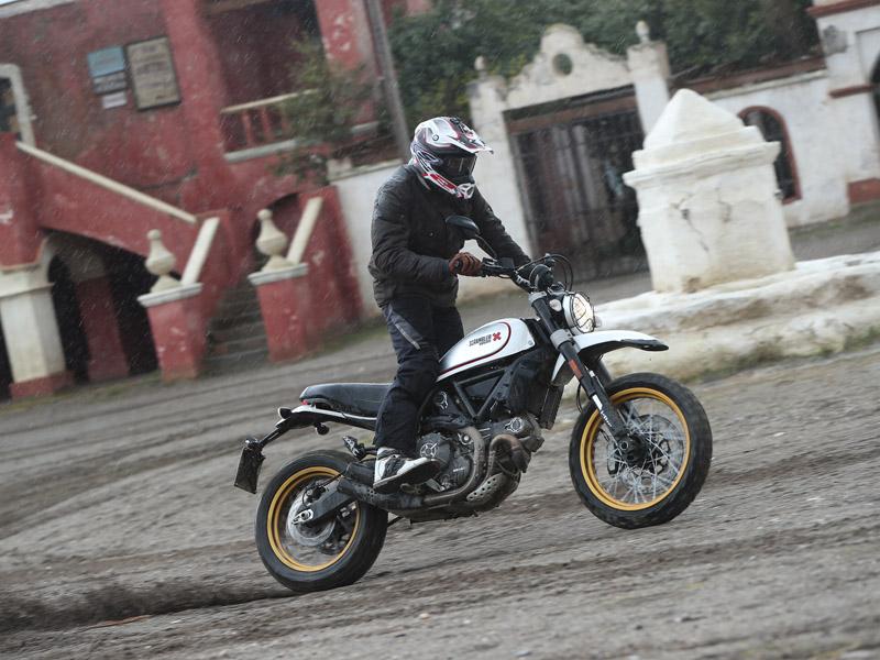 La Ducati SCR Desert Sled blanca cuesta 11.390 €