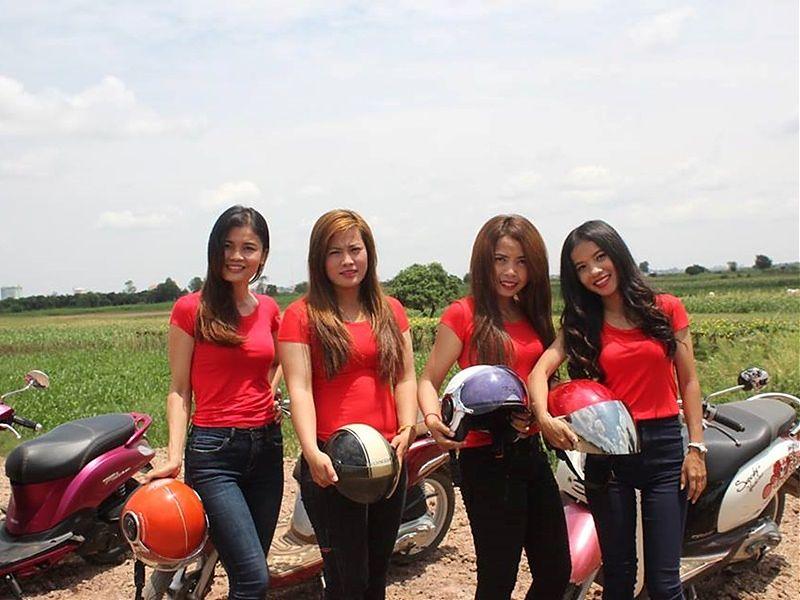 Moto Girl Tour, turismo en moto por Camboya