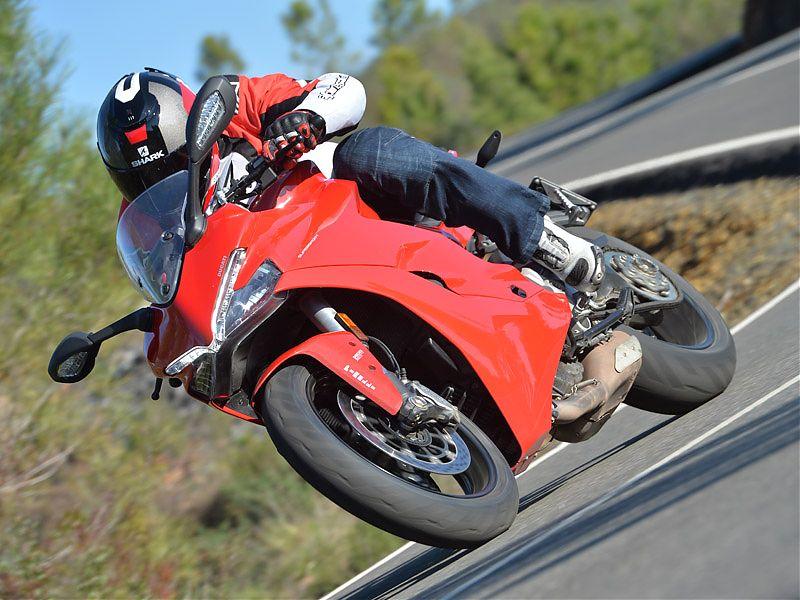 La Ducati Supersport 2017 dispone de acelerador electrónico y triple modo de conducción