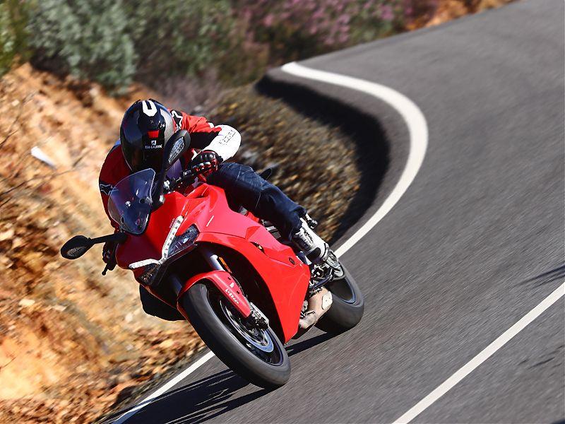 La Ducati Supersport 2017 utiliza embrague mecánico asistido antirrebote