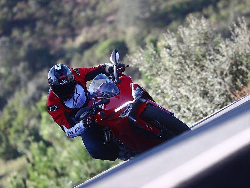 El sonido de la Ducati Supersport está muy logrado para ser Euro 4