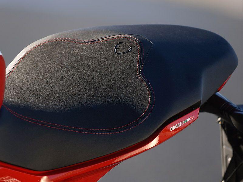 Asiento de la Ducati Supersport sin tapa de colín