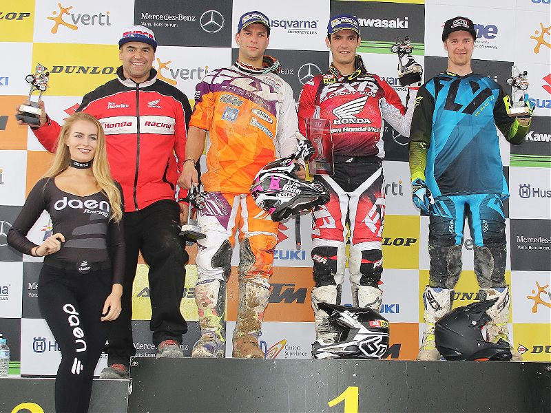 Valentín, Butrón y Kullas en el podio de MX1.