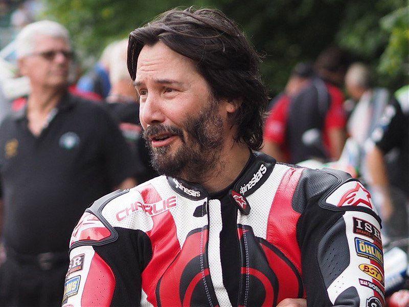 Keanu Reeves no desaprovecha la ocasión para rodar en circuito siempre que puede