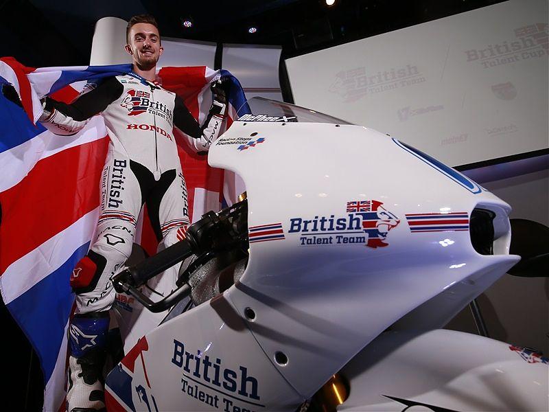 John McPhee se presenta con el British Talent Team