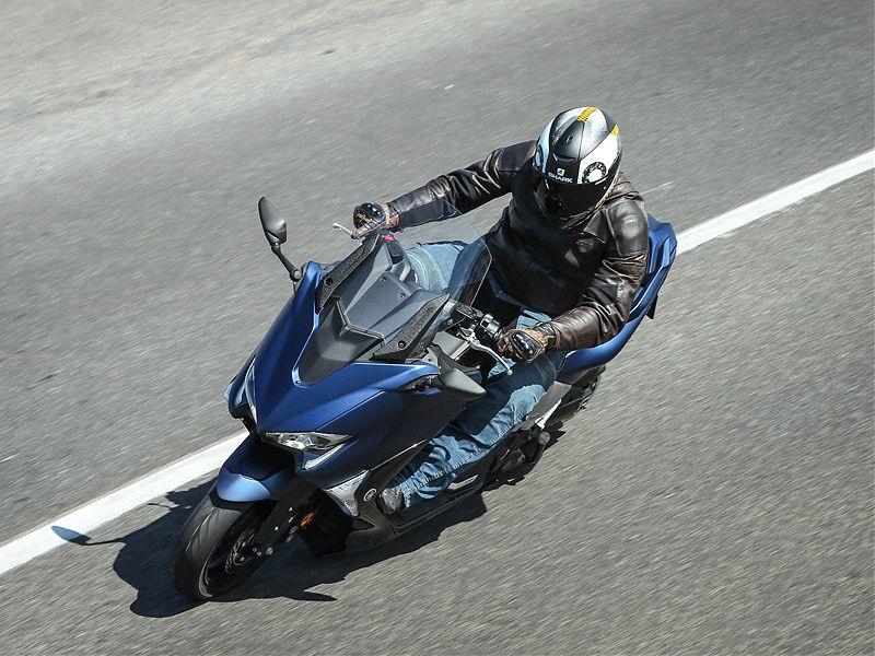 El Yamaha TMAX DX 2017 tiene parabrisas regulable eléctricamente