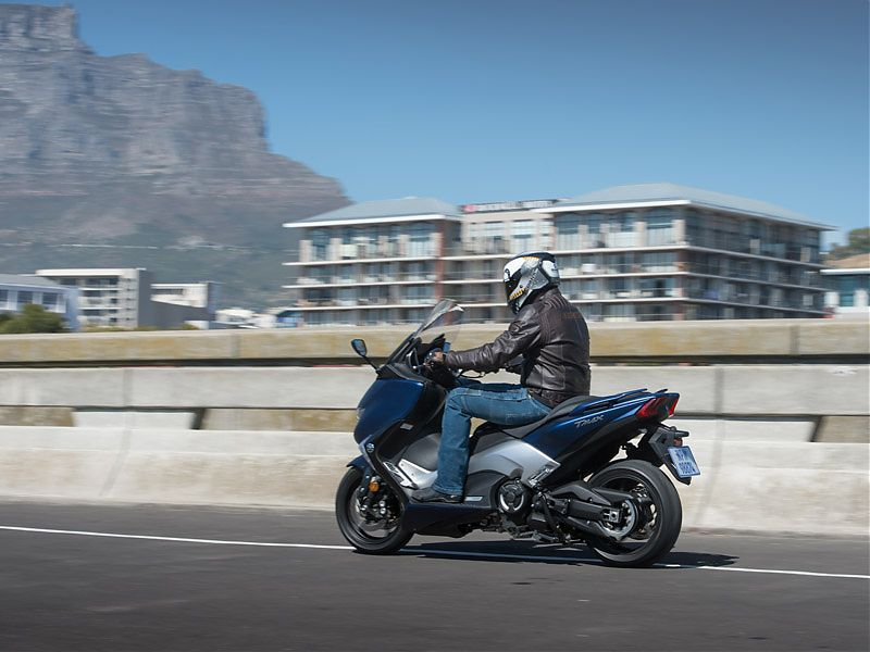 El diseño del Yamaha TMAX 2017 vuelve a las líneas de la primera generación