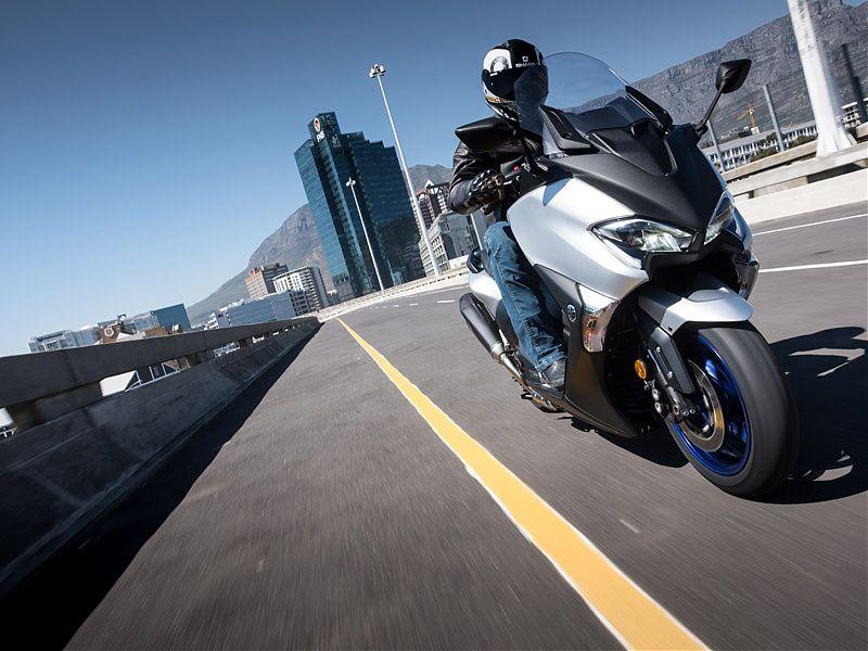 Circulando con el Yamaha TMAX SX 2017 por las calles de Ciudad del Cabo