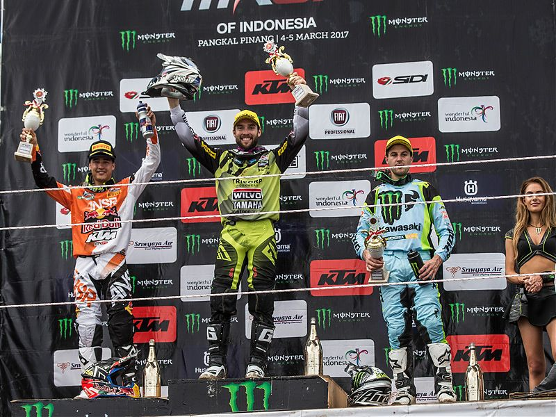 Simpson, Coldenhoff y Desalle en el podio de MXGP