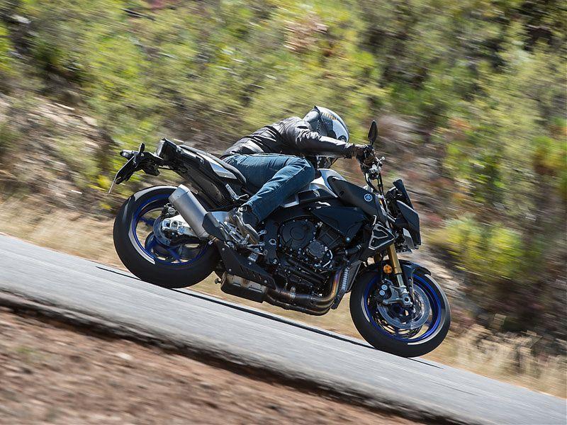 El paso por curva de la Yamaha MT-10 SP es muy rápido