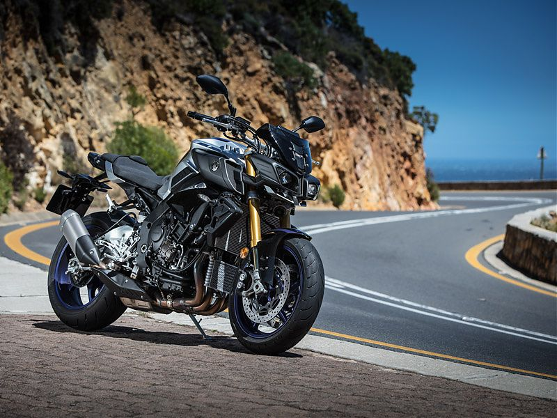Colores, suspensión e instrumentación son las principales variaciones de la Yamaha MT-10 SP respecto a la versión estándar