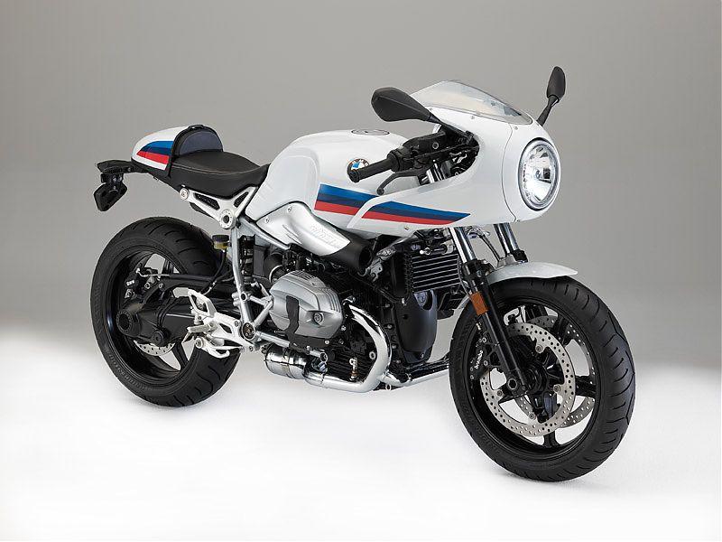 Vista tres cuartos frontal derecha de la BMW R nineT Racer