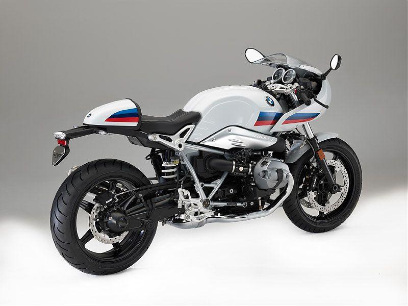 Vista tres cuartos trasera derecha de la BMW R nineT Racer