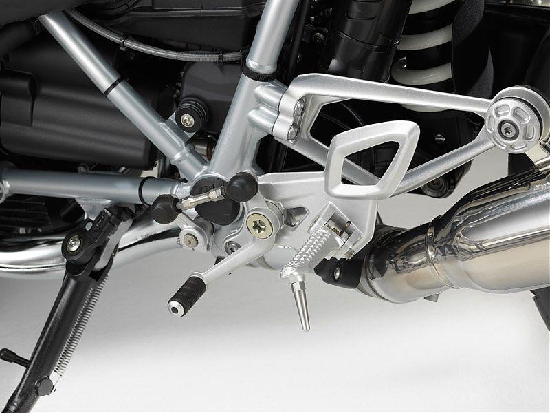 El reenvío del cambio de la BMW R nineT Racer es muy corto