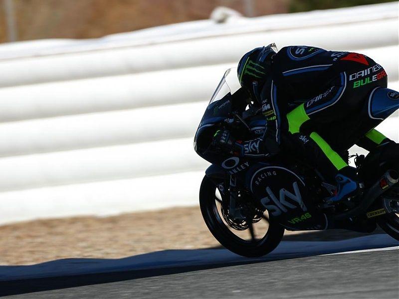 Nicolò Bulega manda en el segundo día de Moto3