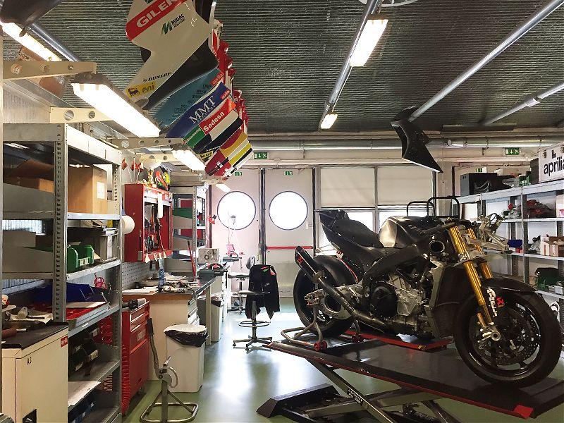 En Aprilia también trabajan en motos para clientes