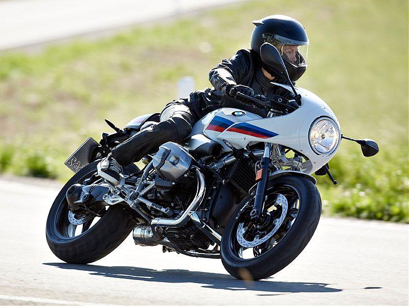 La BMW R nineT Racer dispone de amortiguador de dirección