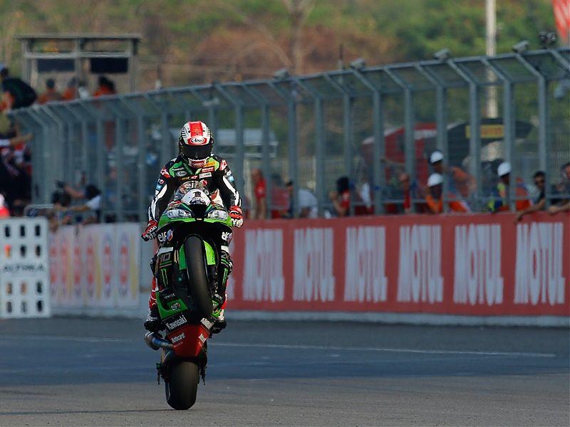 Jonathan Rea gana con superioridad en Tailandia