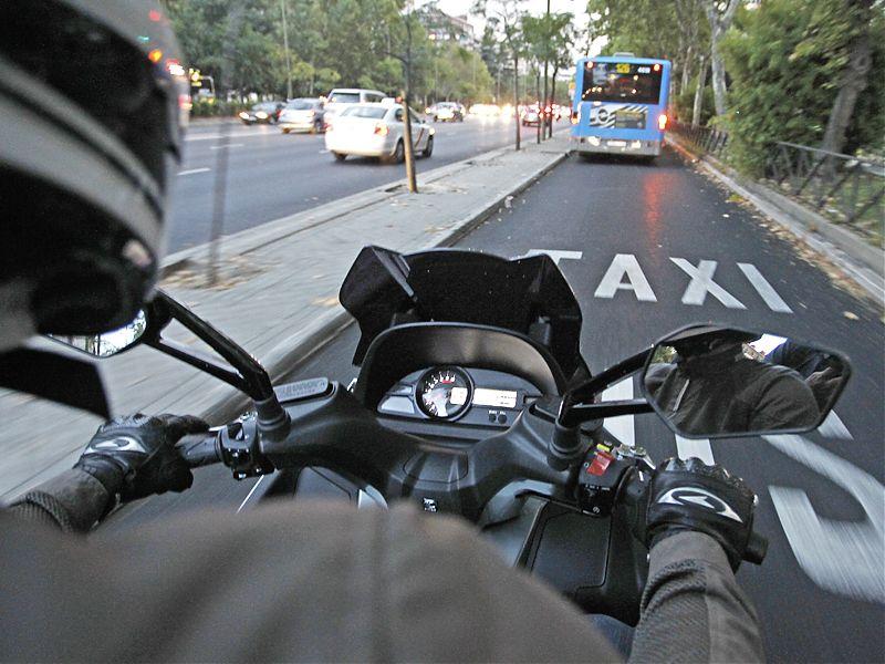 Carril bus-taxi del Paseo de la Castellana.