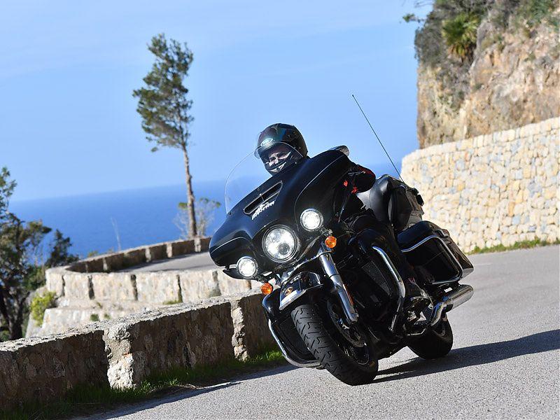 En acción sobre una Harley calzada con neumáticos Continental ContiTour