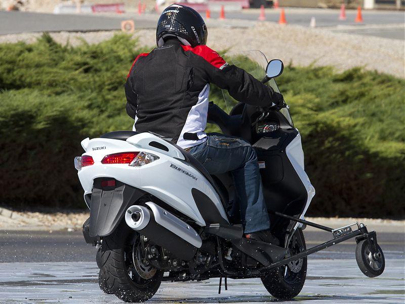 Curso de conducción segura Suzuki