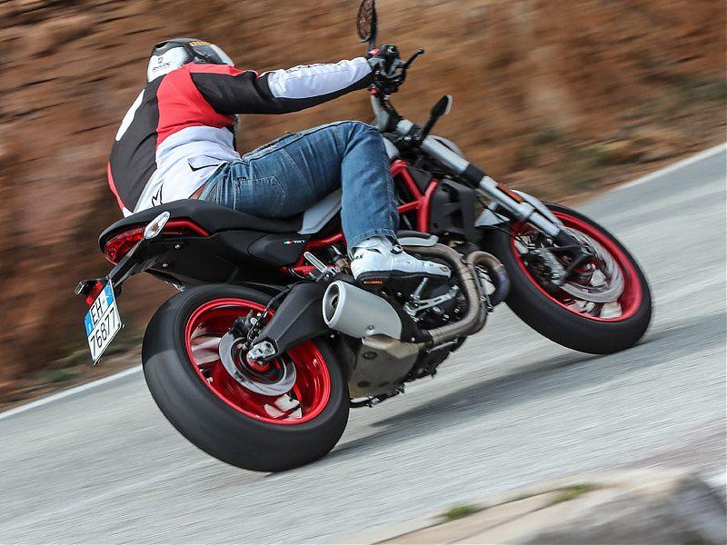 La Ducati Monster 797 es una moto muy aprovechable y poco exigente