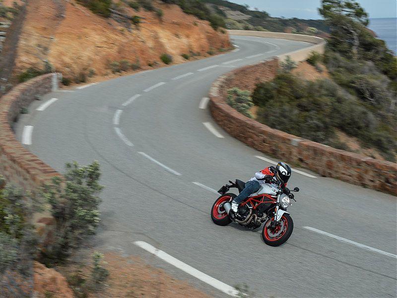 La Ducati Monster 797 es fácil de llevar, intuitiva y siempre da la talla