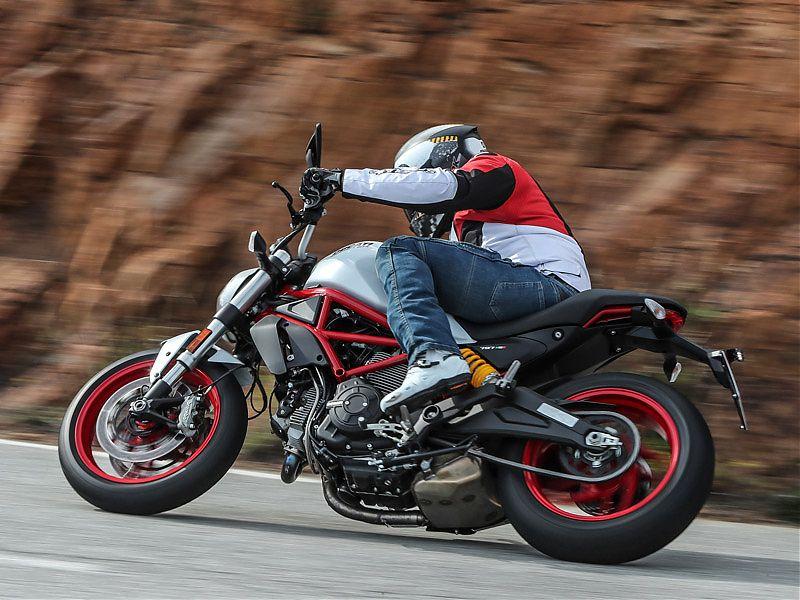 La nueva Ducati Monster 797 suena bien, tiene acabados dignos de motos superiores y rezuma esencia Monster por los cuatro costados