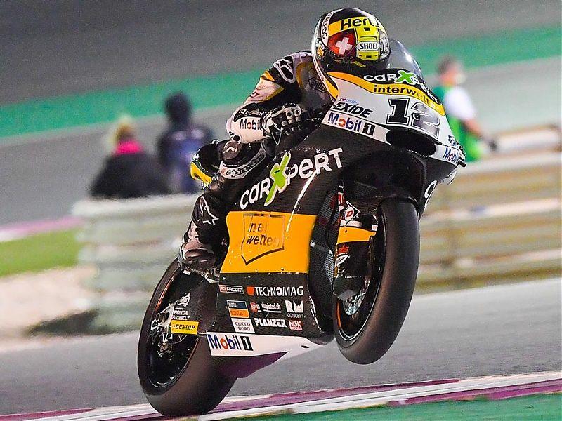Thomas Luthi lidera Moto2 bajo los focos de Qatar