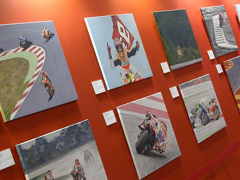 Exposición de pinturas Marc Márquez en MotoMadrid 2017