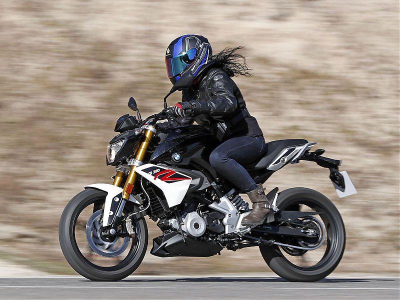 El motor con cilindro girado de la BMW G310R arga más peso en el tren delantero para ganar agilidad